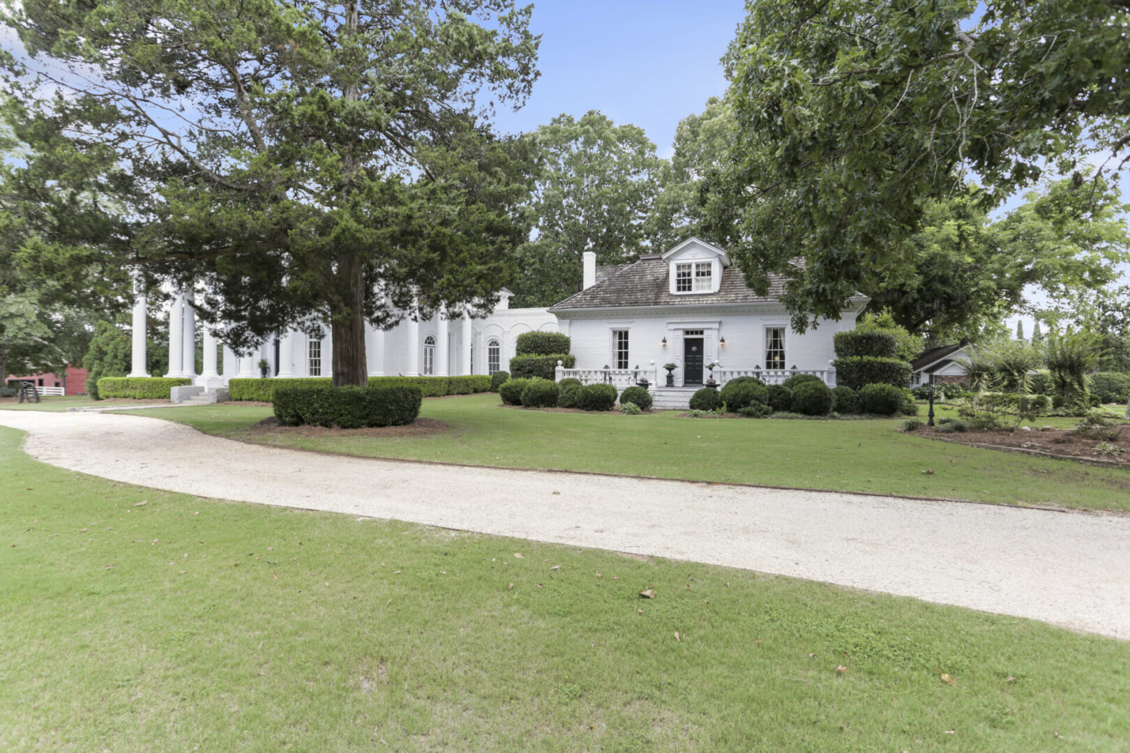 Rustic 1840's farm home with sprawling yard at Serenata Farm in Madison, GA